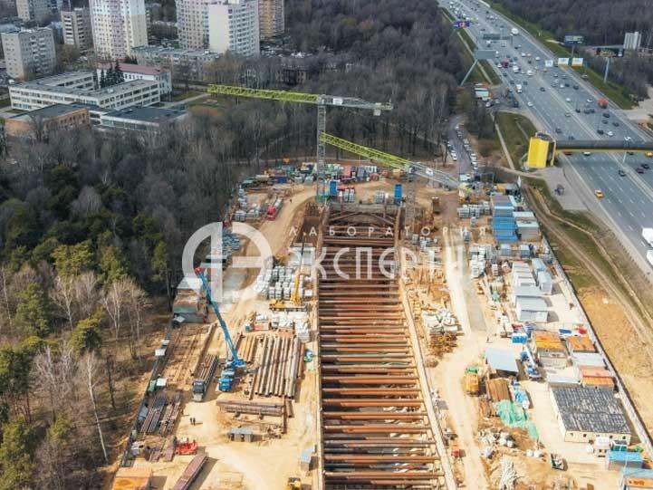 Строительство станции метро Славянский мир вид на стройку сверху