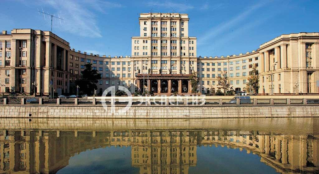 Здание МГТУ Баумана вид с реки Яуза